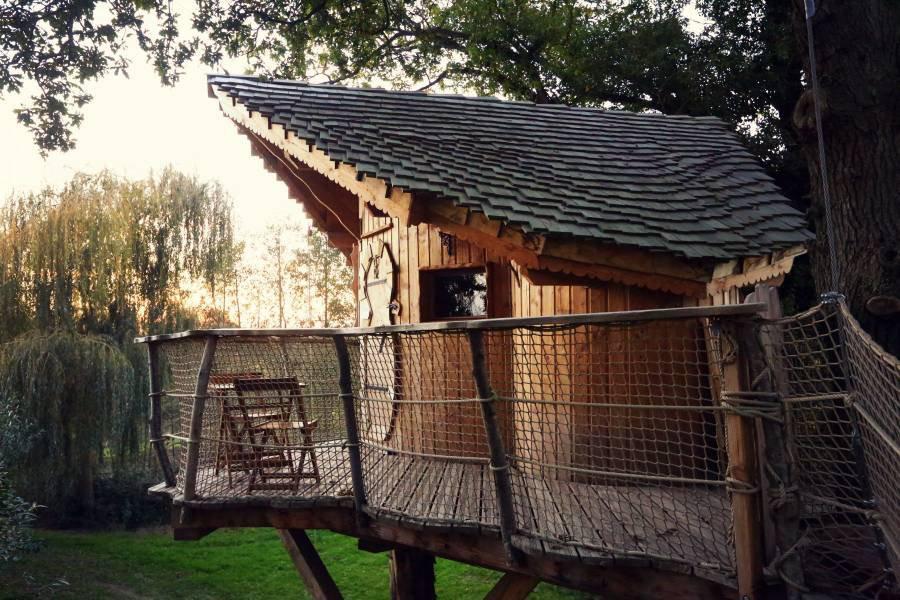 cabane dans les arbres cabane de l 39 oural la cabane en. Black Bedroom Furniture Sets. Home Design Ideas