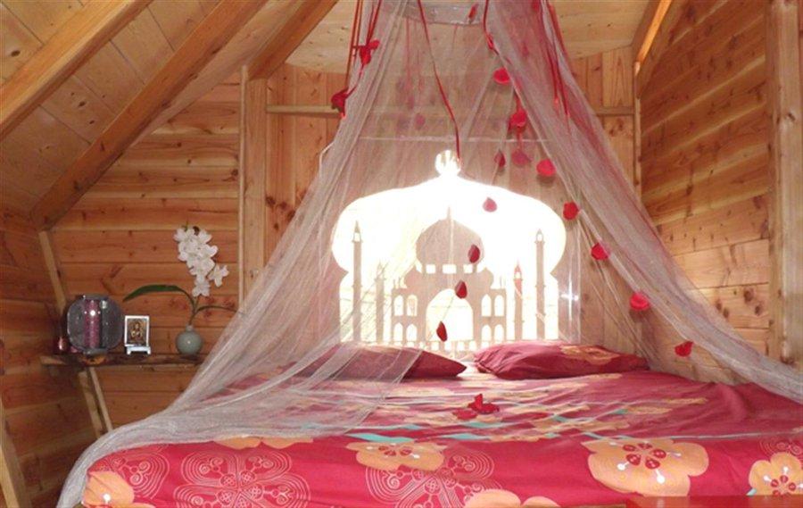 cabane dans les arbres la cabane retour d 39 orient la cabane en l 39 air. Black Bedroom Furniture Sets. Home Design Ideas