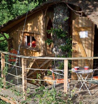 cabane dans les arbres la cabane robin des bois la cabane en l 39 air. Black Bedroom Furniture Sets. Home Design Ideas