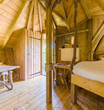 cabane dans les arbres cabane spa des trappeurs la. Black Bedroom Furniture Sets. Home Design Ideas