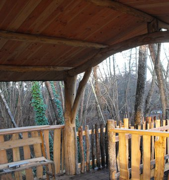 cabane dans les arbres cabane des cerfs la cabane en l 39 air. Black Bedroom Furniture Sets. Home Design Ideas