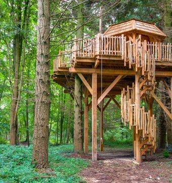 cabane dans les arbres cabanes spa osmose la cabane en l 39 air. Black Bedroom Furniture Sets. Home Design Ideas