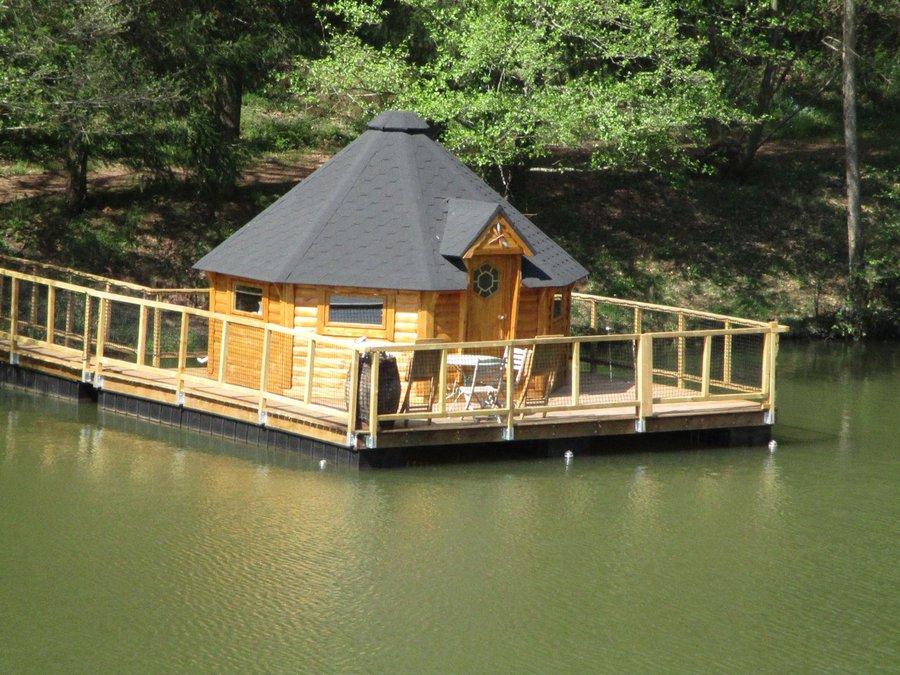 cabane sur l 39 eau cabane flottante libellule la cabane en l 39 air. Black Bedroom Furniture Sets. Home Design Ideas